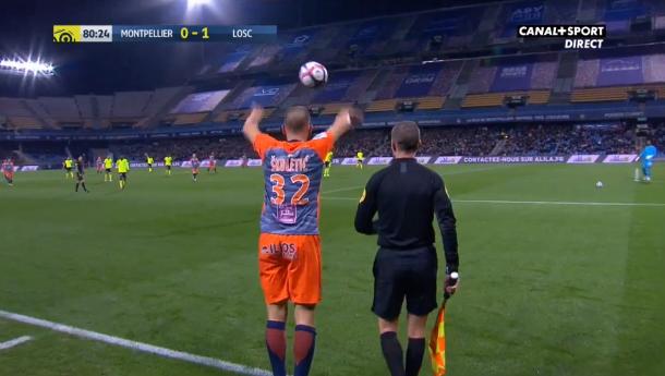 Apart moment in Ligue 1: ruzie na gooien zak pinda's naar keeper