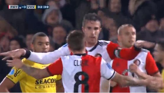 Feyenoord op 2-0 tegen VVV dankzij uithalen Vilhena en Van Persie