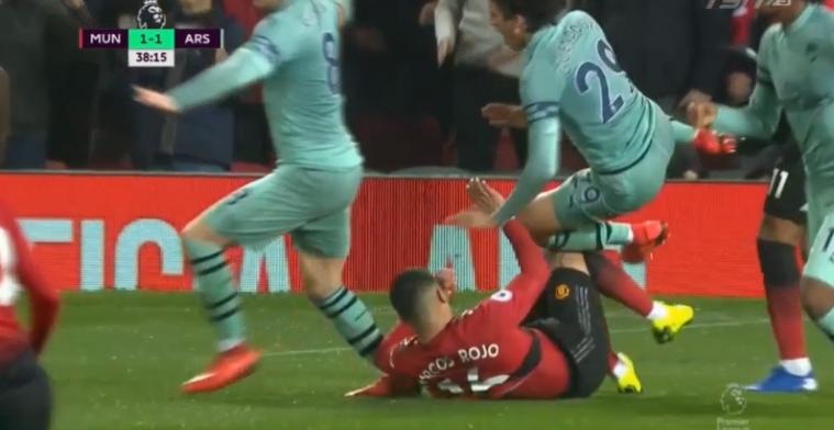 Wat een aanslag: Rojo komt met benenbreker na mislukte vrijschop