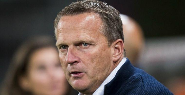 Van den Brom komt met bevestiging: AZ-trainer vertrekt 'in onderling overleg'
