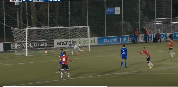 Piroe de grote man bij Jong PSV: vier goals met hulp van blunderende keeper