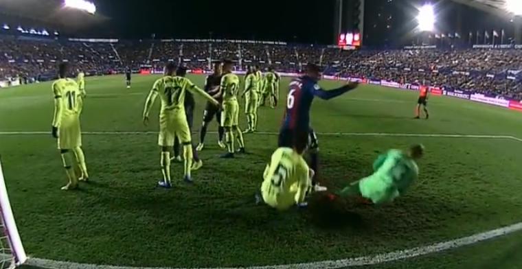 'Synchroon-duiken' van Cillessen en Busquets na elleboog van Levante-speler