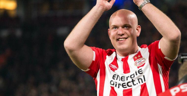 Update: PSV huldigt wereldkampioen Van Gerwen in rust van topper tegen Feyenoord