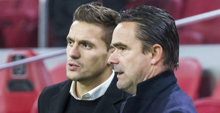 Ajax 'riskant' bezig: Overmars wordt vorstelijk betaald om dat op te lossen