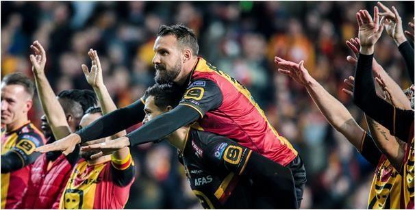 'Sterkhouder van KV Mechelen wordt het hof gemaakt door KAA Gent'