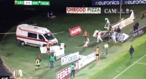Afbeelding: Scavone bewusteloos tijdens Lecce-Ascoli, ambulance geraakt eerst niet op het veld