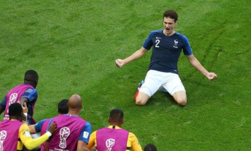 Afbeelding: 'Transfer Pavard nog niet officieel, clubs melden zich nog altijd bij Stuttgart'