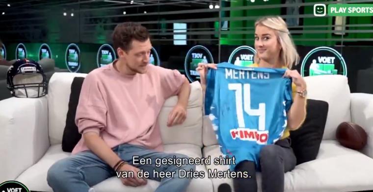 Kat geeft shirtje van Dries weg en kan grapje over 'scoren' niet laten
