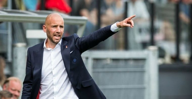 'Van der Gaag hoeft niet te vrezen en moet falende spelers de wacht aanzeggen'