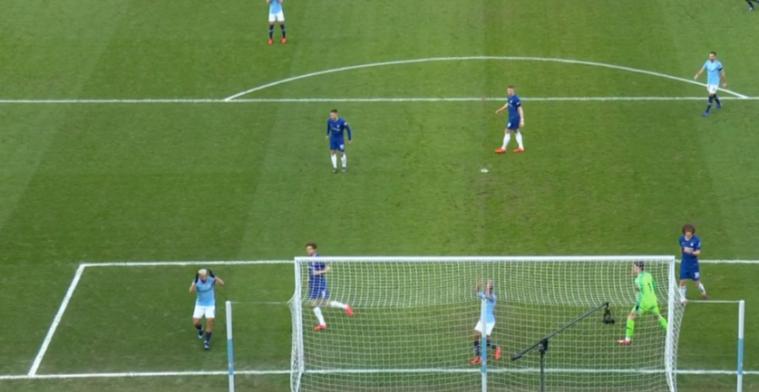 Hoe kan dit!? Hattrickheld Agüero produceert bizarre misser tegen Chelsea