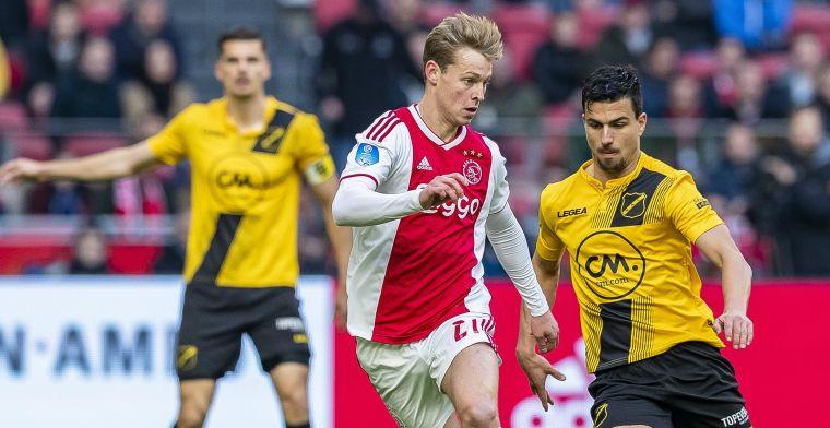 Lachende De Jong mijdt morsend PSV op tv: Dat levert ongeluk op