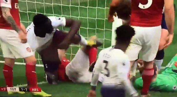 Sánchez (Spurs) in de problemen: schorsing dreigt na trap naar liggende Koscielny