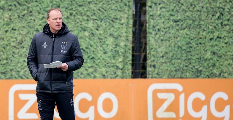 Levende legende Bergkamp duikt op in Almere: 'Moet ik pers doen? Nee toch?'