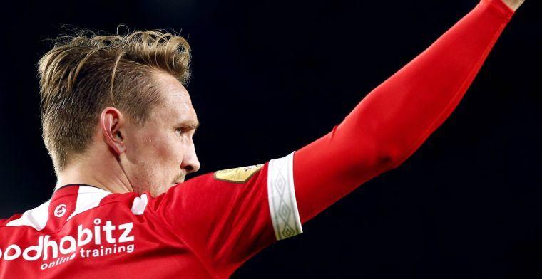 De Jong blij met PSV-wijziging: 'Heerlijk om zo tegen zijn ballen aan te lopen'