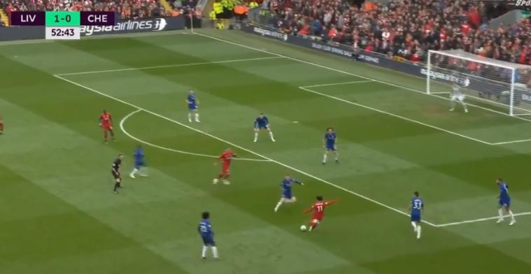 Wereldgoal op Anfield: Salah pegelt vanaf 25 meter snoeihard binnen