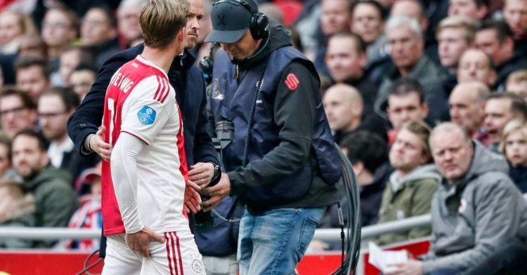 AD: De Jong stapt met Ajax op vliegtuig, goede hoop op meespelen tegen Juventus
