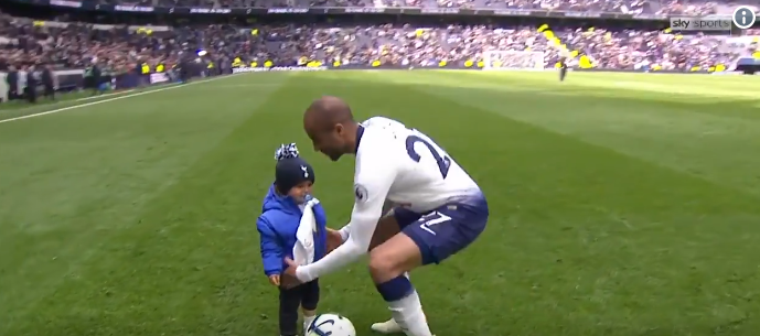 Familie op de eerste plaats: Lucas Moura viert hattrick samen met zijn zoontje