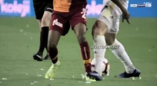 Ongezien,  Galatasaray met tirade van drie minuten om over VAR te klagen