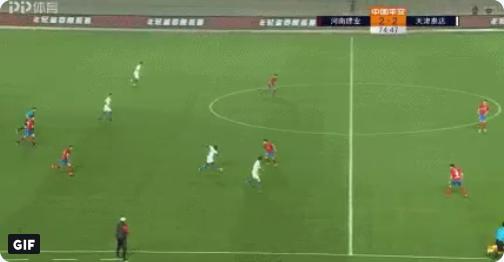 GOAL: Acheampong (ex-Anderlecht) op de brommer, vier man & keeper in de wind
