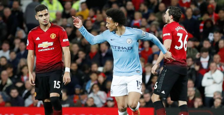 City verslaat armoedig United in Manchester Derby en is weer koploper