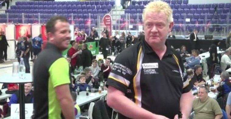 Van der Vaart gooit 'amateur-180' en lacht samen met tegenstander