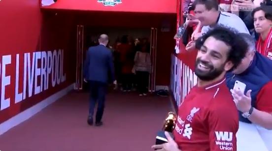 Schattig: dochtertje Salah (5) laat Anfield ontploffen met solo en doelpunt