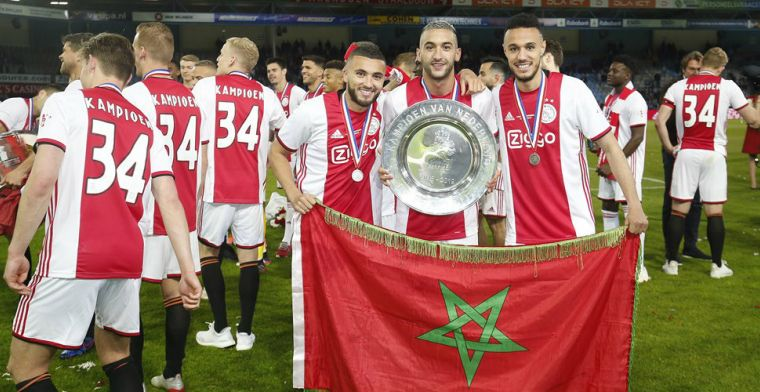 Mazraoui en Ziyech verrast tijdens de huldiging: Talent en Ajacied van het Jaar