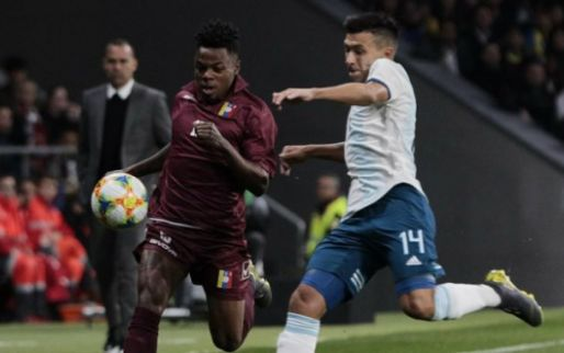 Afbeelding: Ajax maakt transfer wereldkundig: Martinez tekent voor vier jaar in Amsterdam