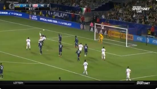 Dare to Zlatan: LA Galaxy-spits flikt het weer en scoort met omhaal