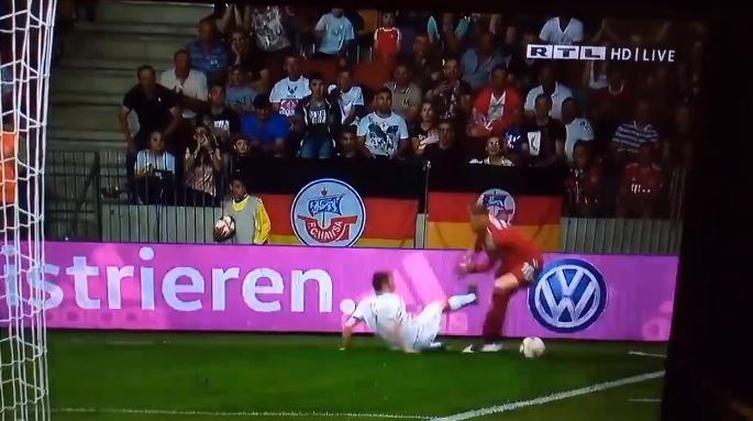Must see: Neuer is in bloedvorm en kapt spits twee (!) keer uit bij de cornervlag