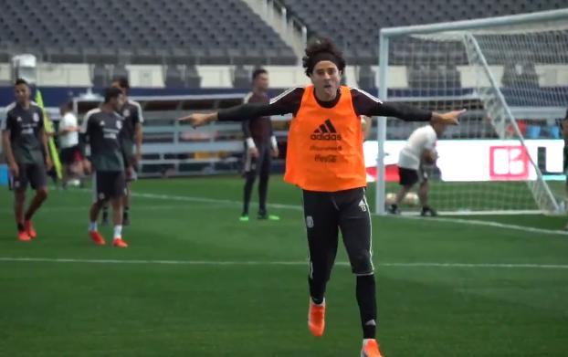 Go-la-zo: Ochoa toont torinstinct op de training van Mexico