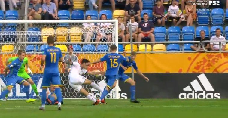 Dramatisch slot op WK: ex-PSV'er Scamacca scoort met wondervolley, VAR grijpt in