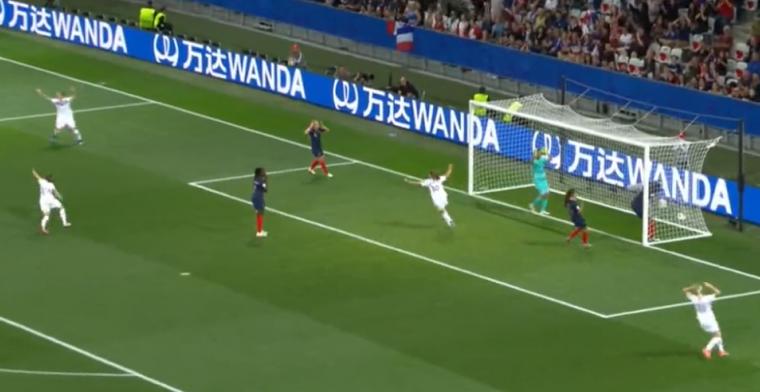 Enorme blunder bij topfavoriet Frankrijk: Renard schuift bal zomaar in eigen doel
