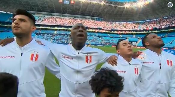 Schitterend: spelers Peru zingen de longen uit hun lijf voor halflege tribunes