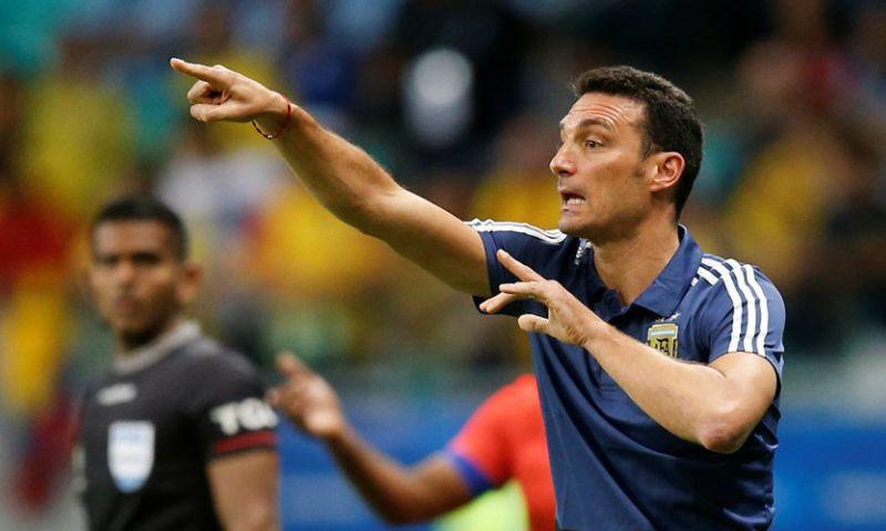 Afbeelding: Argentijnse bondscoach haalt uit: 'Dat zulke spelers op zo'n veld moeten spelen'