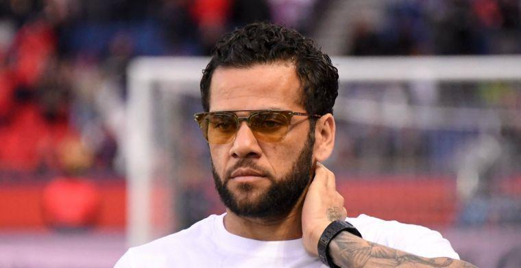 Dani Alves vertrekt bij PSG: 'Excuses als ik niet aan de verwachtingen voldeed'