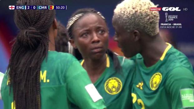 Kameroense in tranen: fraaie goal afgekeurd door VAR na centimeterwerk