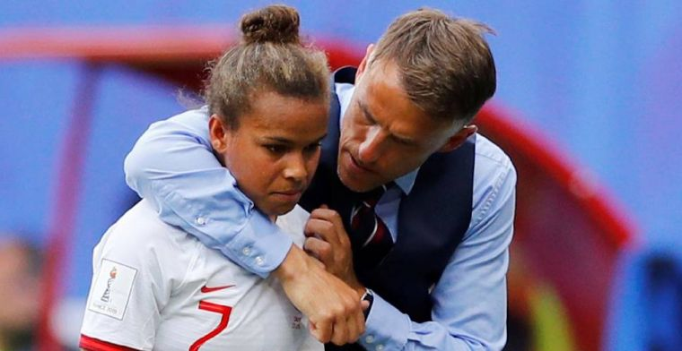 'Verdrietige' Neville spuwt gal na WK-zege: Kan me er niet overheen zetten