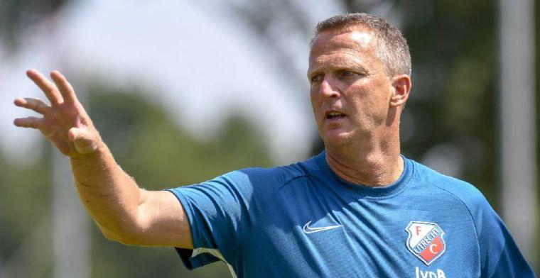 Van den Brom: 'Jammer dat iemand een transfer maakt op de eerste dag'
