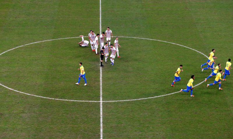 Afbeelding: Brazilië krijgt ex-FC Utrecht-doelman pas na penalty's klein en haalt halve finale