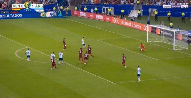 GOAL: Rosales (ex-Gent) laat zich bal afsnoepen, daarna blundert de doelman