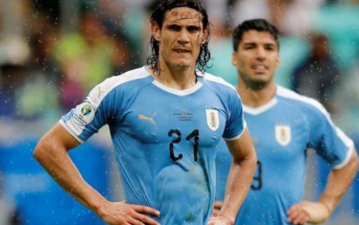 Afbeelding: Ongelukkige Uruguayanen treuren na drie afgekeurde treffers en misser van Suarez