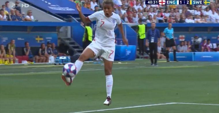 Perfecte aanname tijdens dames-WK: Britse Parris laat bal aan haar wreef plakken