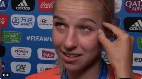FOX Sports-verslaggeefster Fresia troost Groenen na verloren WK-finale