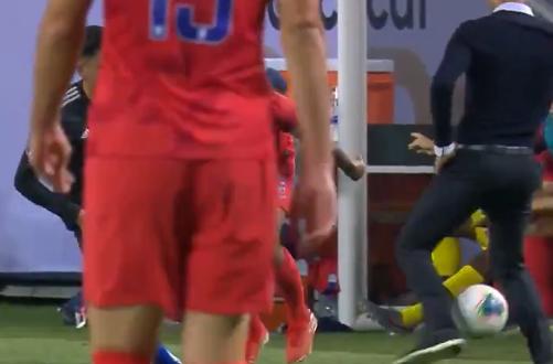 Ajax-doelwit Alvarez zet Amerikaanse bondscoach voor schut met panna