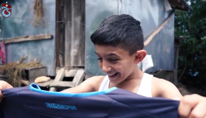 SCHITTEREND! Trabzonspor stelt nieuw shirt voor met emotioneel filmpje
