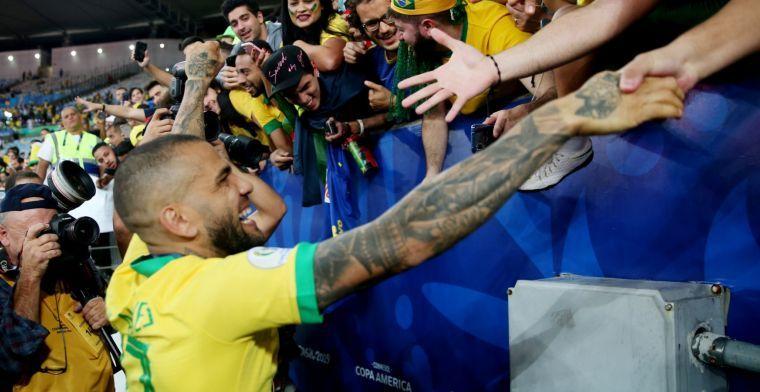 Transfervrije Dani Alves wil tweede huwelijk met FC Barcelona aangaan