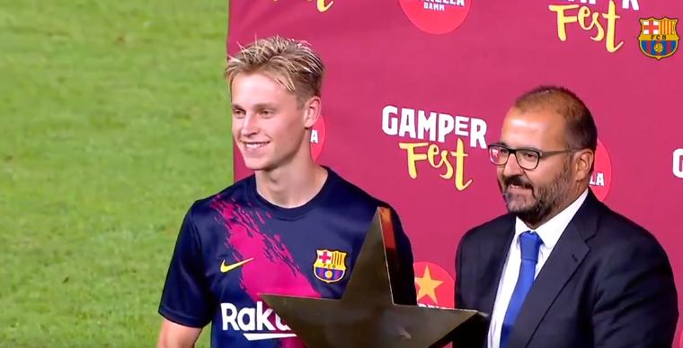 Droomdebuut in Camp Nou: De Jong maakt indruk en wordt man van de wedstrijd