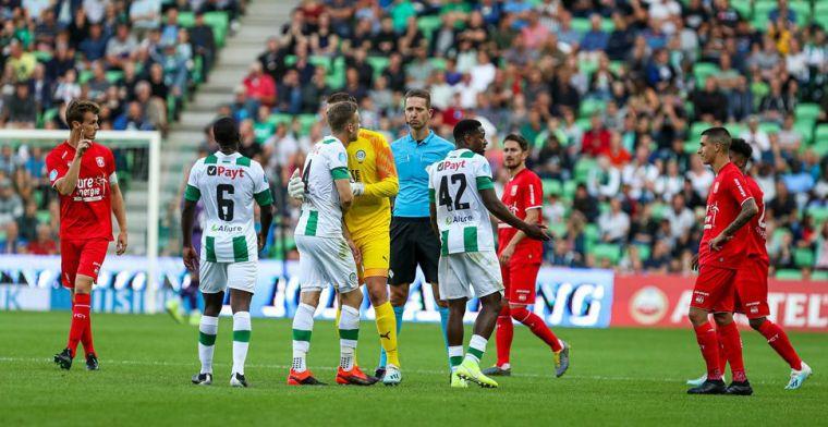 Fan van FC Groningen bestormt veld: 'Iedereen weet dat Bax voor FC Twente is'