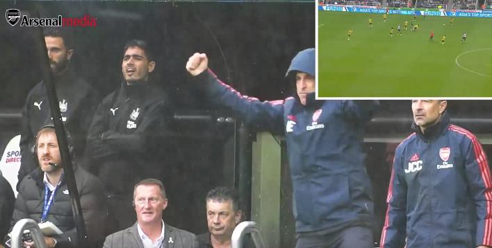 Pure passie, Emery uit zijn dak na sliding van Willock